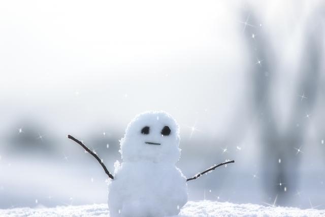 2072_TOP_雪を受けるゆきだるま